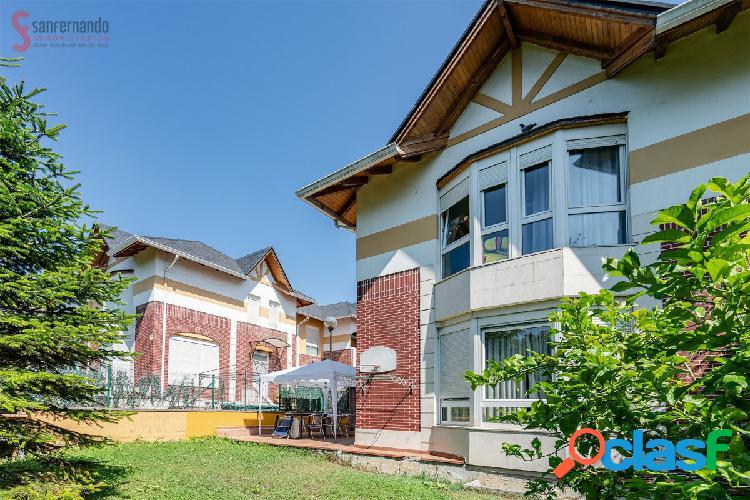 Se vende chalet pareado con jardín y garaje en San Roman