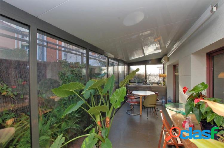 Local/oficina con terraza ubicado en la zona de San Gervasio