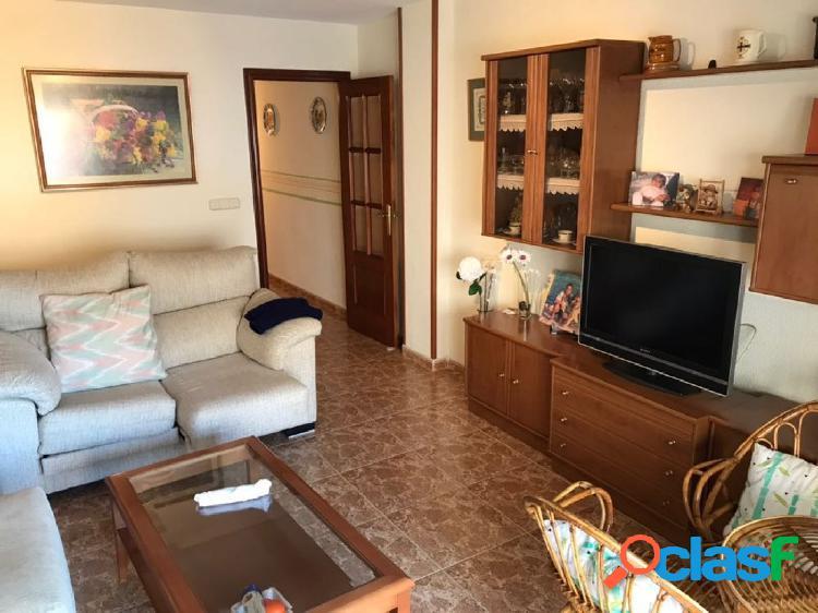 Se vende piso de 4 dorm y 2 baños, zona Playa de los Locos
