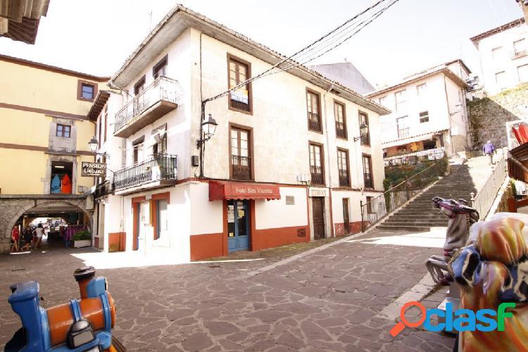 Edificio en el centro de San Vicente de la Barquera