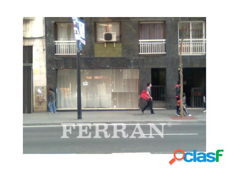 Local comercial en alquiler en Carrer de Sants, Barcelona