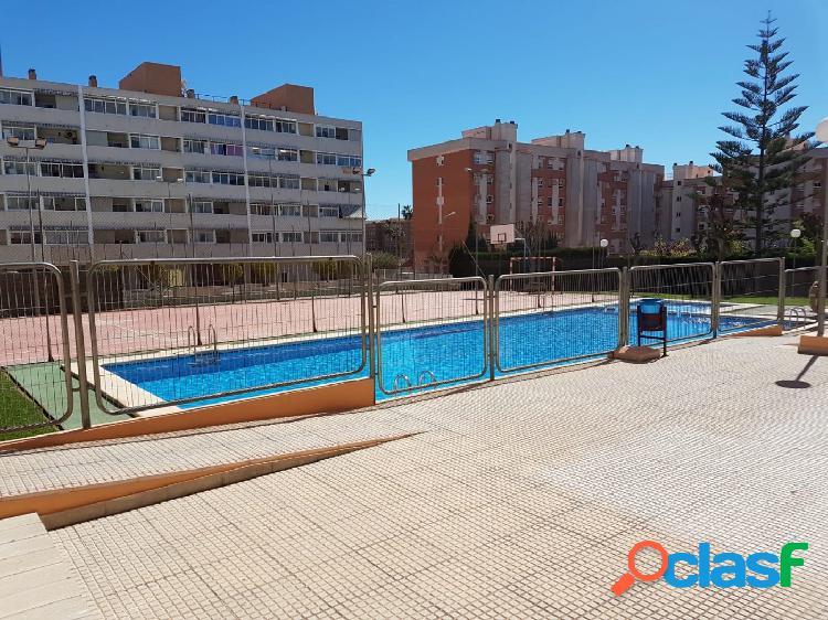Precioso piso de 3 dormitorios con piscina en Tombola,