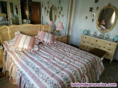Dormitorio matrimonio de madera maciza lacada, estilo luis