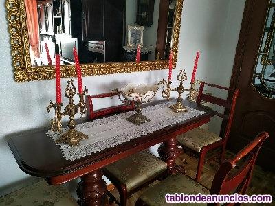 Mesa de comedor de estilo clásico con 6 sillas a juego