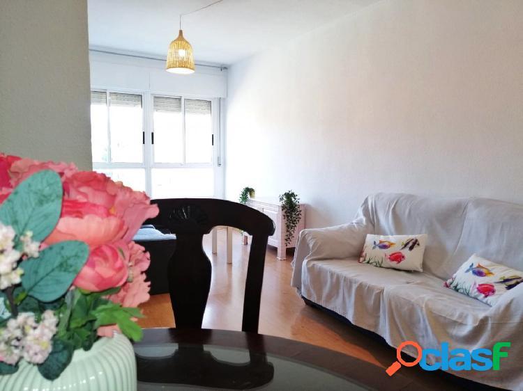 Se alquila bonito piso en Santiago el Mayor