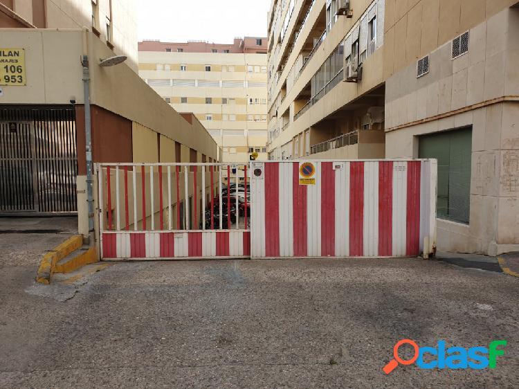 Amplio garaje privado en la Avenida