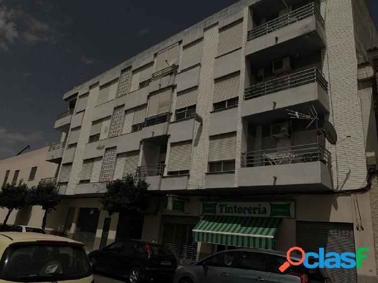 Apartamento en de 3 dormitrorios por 300€