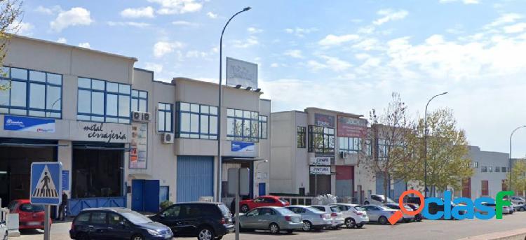 Estupenda nave industrial en venta en calle Ramon y Cajal,