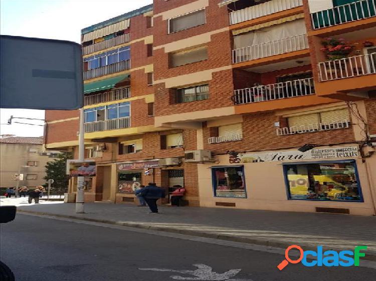 Piso en venta en Sant Andreu de la Barca, Barcelona en Calle