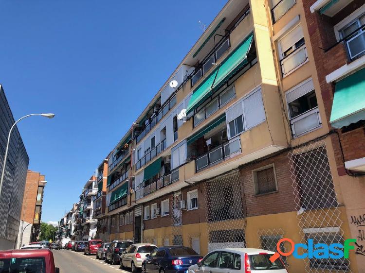 Piso en venta en calle Piedrahita, zona de Vista Alegre,