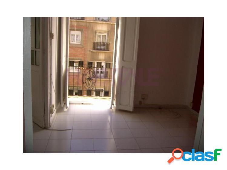 Se alquila piso situado en Ruzafa, 2 habitaciones más 1