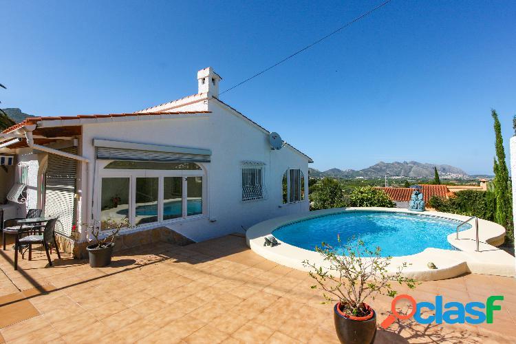 Villa con vistas al mar y piscina en venta Orba
