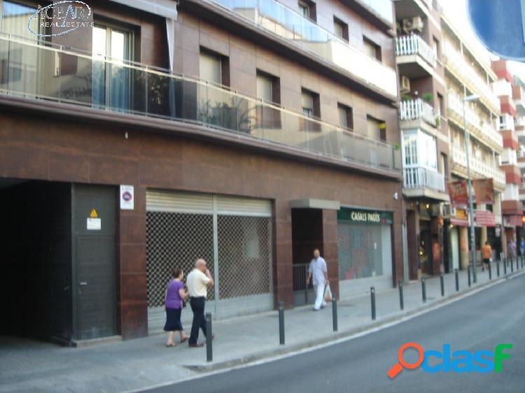 Gran local comercial de 217 m2 en Avenida Generalitat