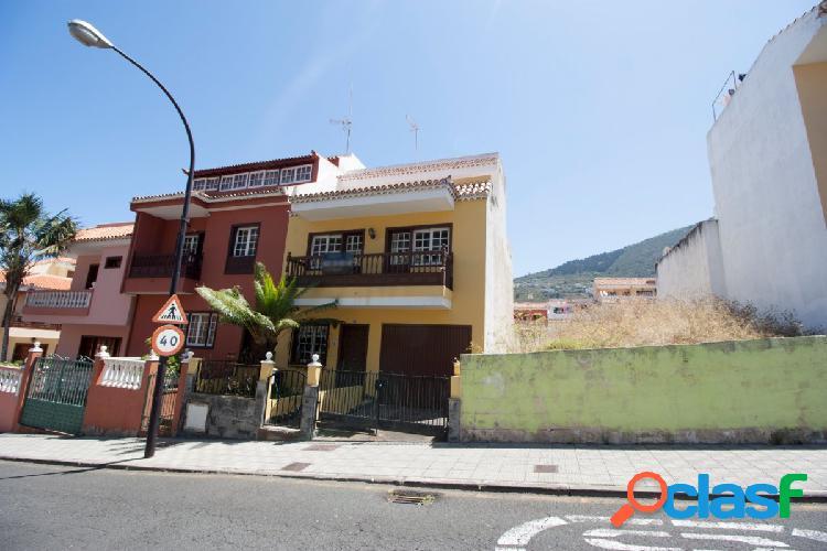 Casa adosada en el centro de La Orotava