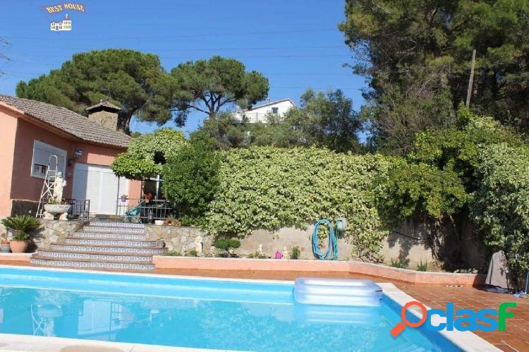 Muy bonita casa de 4 hab, 3 baños, parking y piscina propia