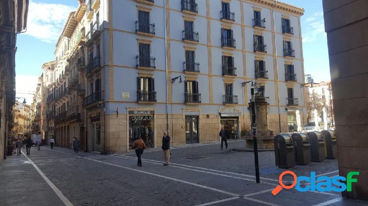 Pamplona. Alquiler de fantástico piso en Casco Antiguo.