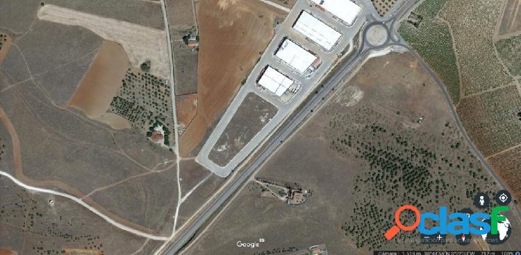 Se vende solar industrial en Valdepeñas