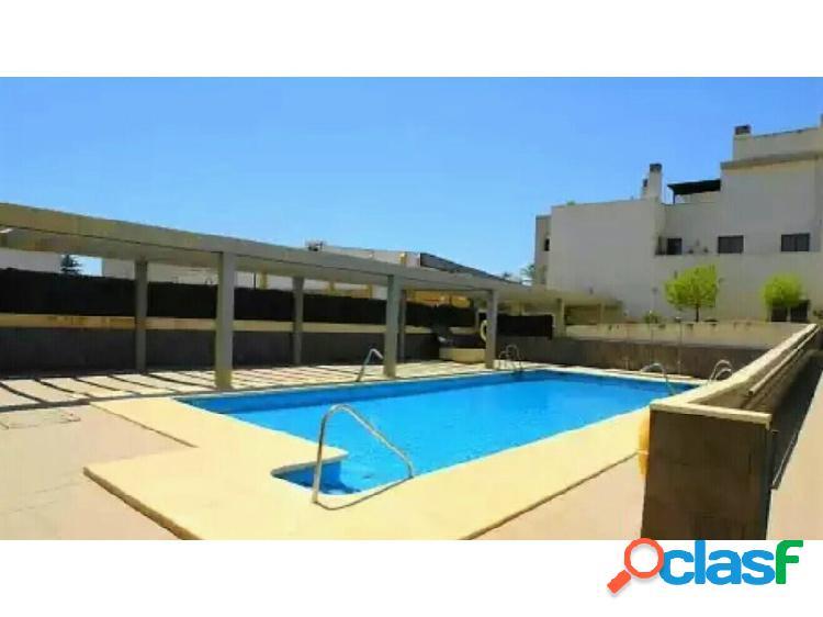 Ático en pleno centro de Vera en urbanización con piscina.