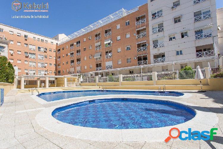 Fantástico piso en Cenes con piscina comunitaria. Garaje y