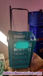 Se vende lote de unas 100 cestas de plástico,