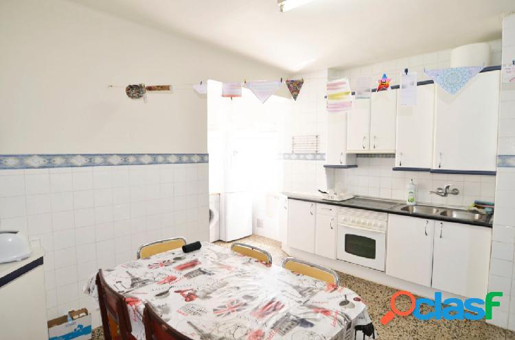 Urbis te ofrece un interesante piso en zona El Carmen,