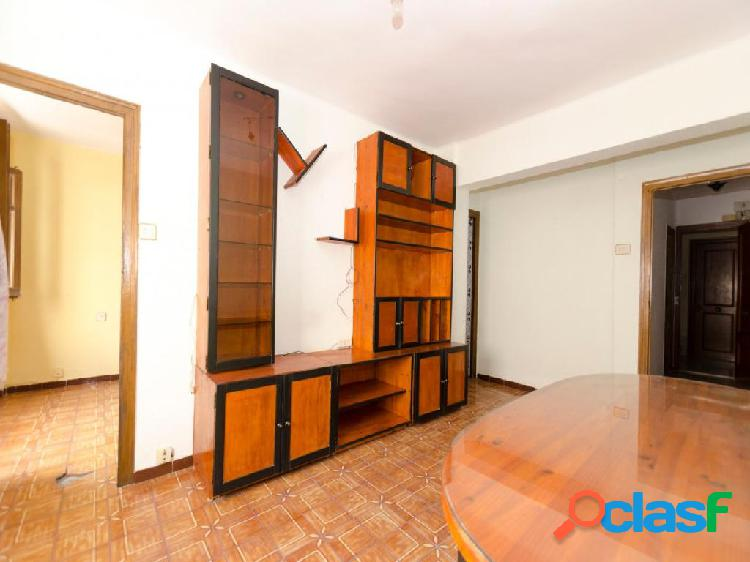 Se vende piso en Orriols.