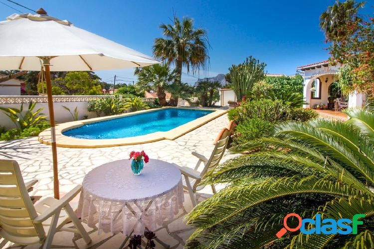 Villa de estilo mediterráneo en venta en Calpe con vistas