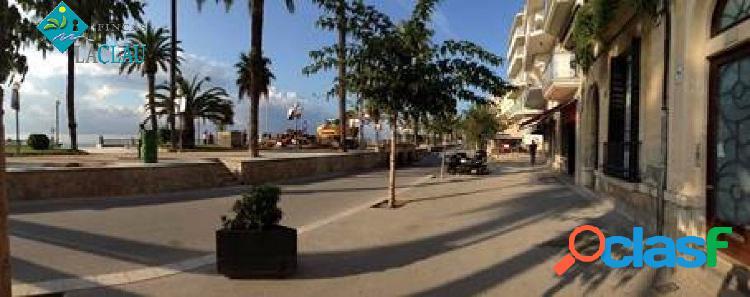 Magnifico local comercial en el paseo de la Ribera de