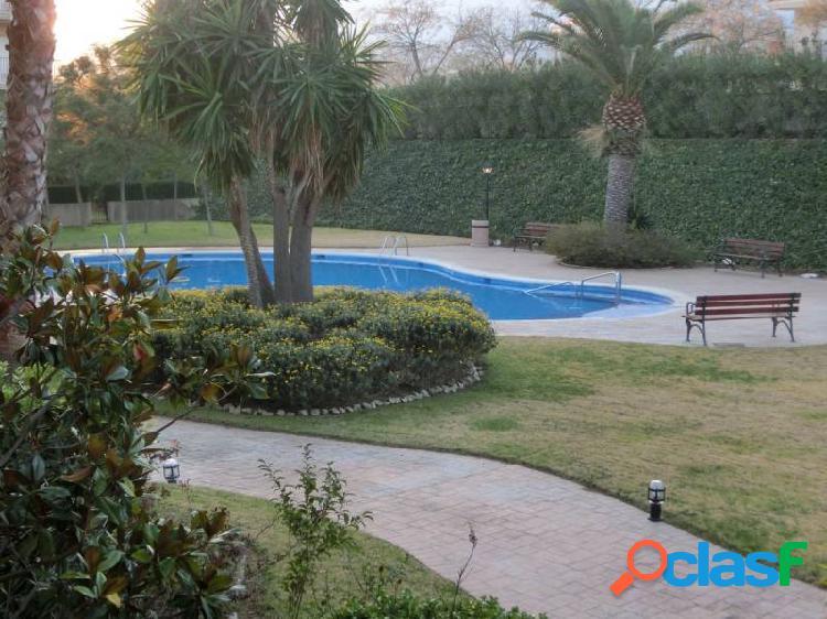 Piso de 2 dormitorios dobles, piscina, gran terraza y