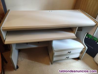 Se vende mesa de escritorio-ordenador.