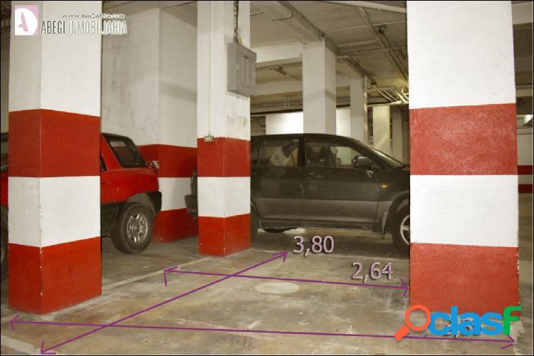 Alquilamos plaza de Garaje para coche pequeño en Paseo de