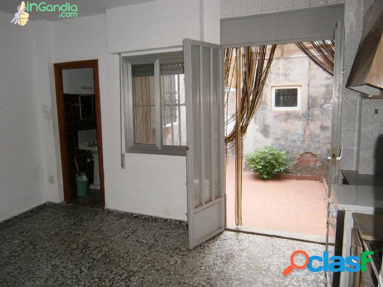 Casa en Benirredra, junto a Gandia, con patio y terraza en