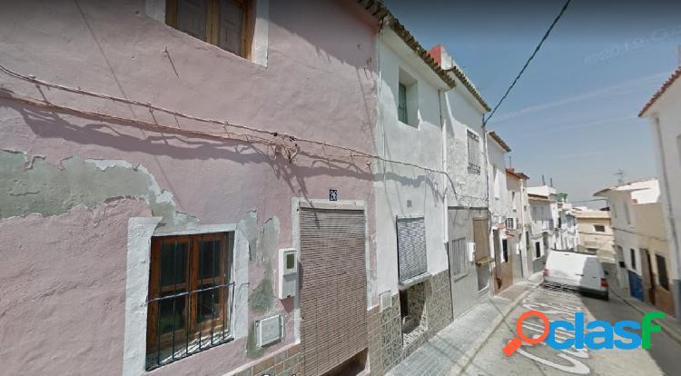 Casa de pueblo de 2 plantas para reformar en calle Santa