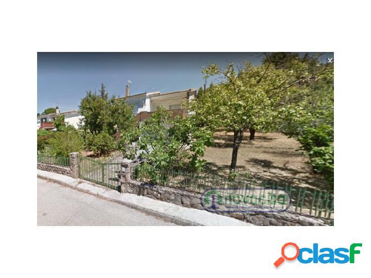 Chalet Independiente en la Urbanización Navapark, junto a