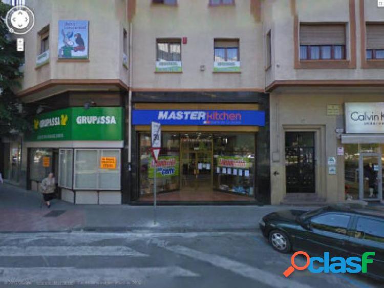 Estupendo Local Comercial de 150 metros en Ensanche.