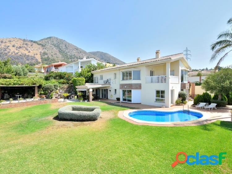 Magnífica villa unifiamiliar con jardín y piscina privada.