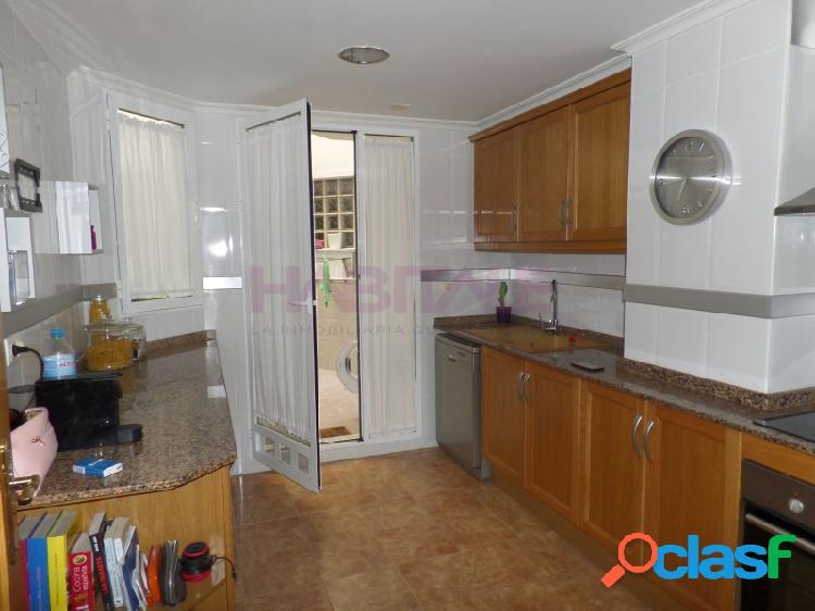Se alquila piso con garaje y terraza en Aldaia - Bº del