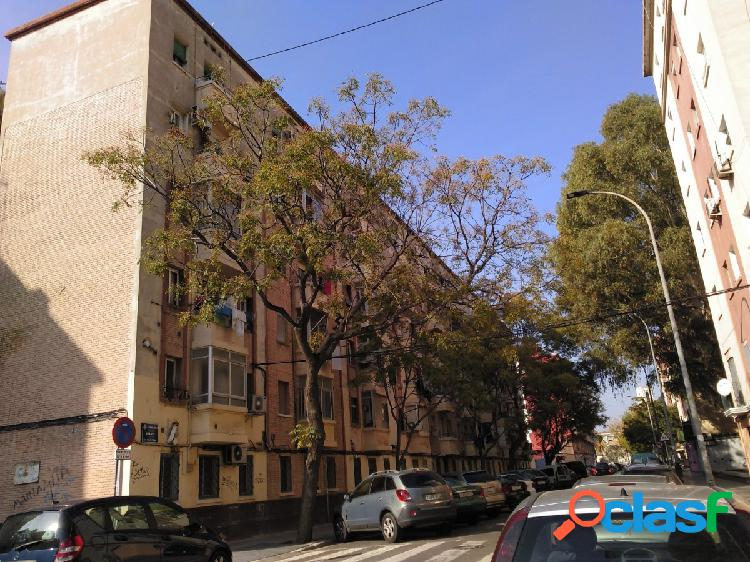Se vende piso en calle Jumilla, Valencia.