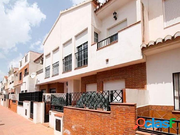Bonita vivienda adosada situada en residencial privado,