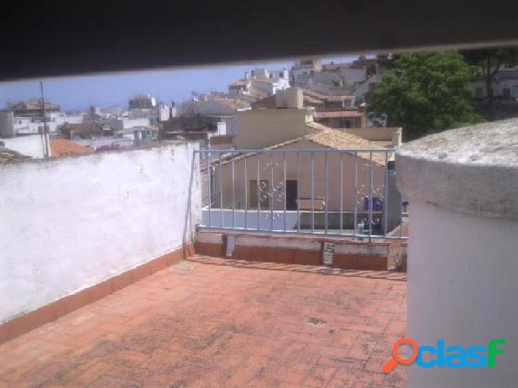 Casa de pueblo de 2 plantas con terraza en Oliva