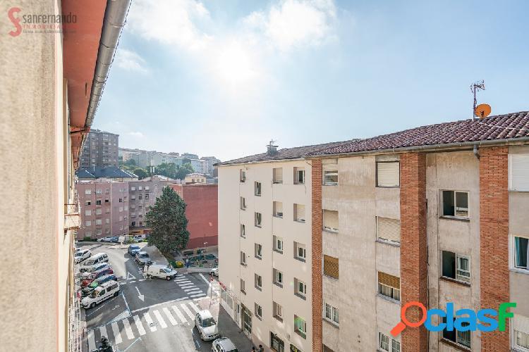 Piso de dos dormitorios en venta en Santander por 82.000€