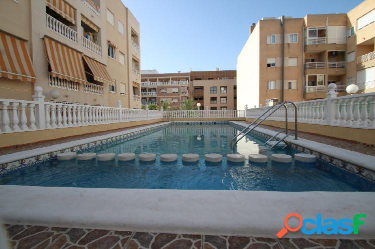 Apartamento de 2 dormitorios céntrico con piscina