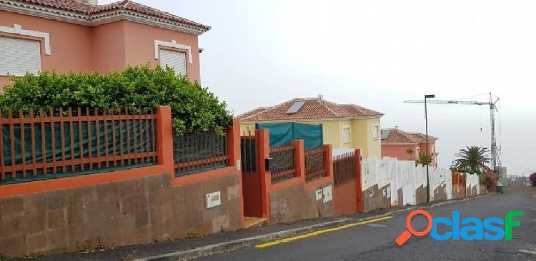Casa de pueblo en alquiler y venta en Calle Orquidea, puerta