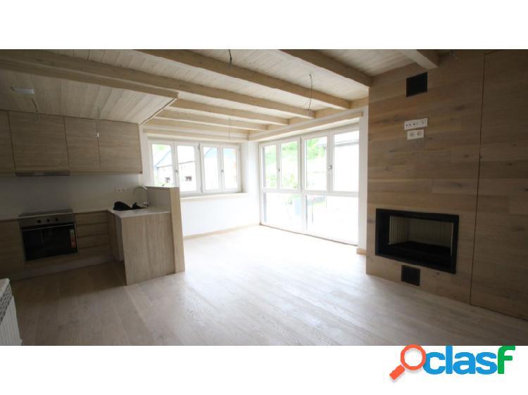 Estupendo piso de 3 habitaciones y 2 baños en el centro de