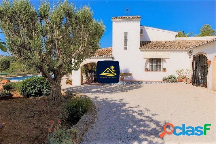 Finca Mediterránea en Javea con 4.000m2 Terreno y 2 Casas |