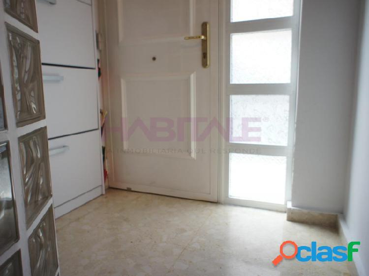 Apartamento en planta baja, seminuevo con electrodomésticos