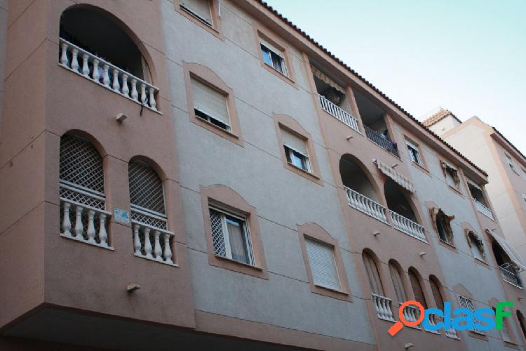 Bonito apartamento de 2 dormitorios con piscina comunitaria