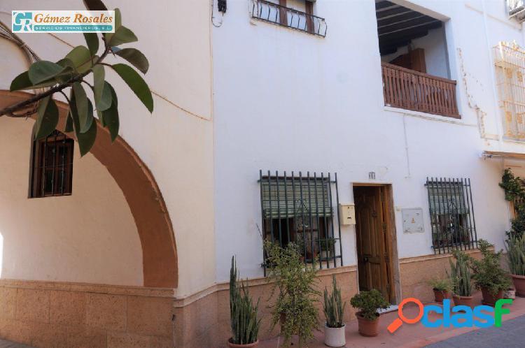 Casa de dos plantas con dos terrazas en Regiones.