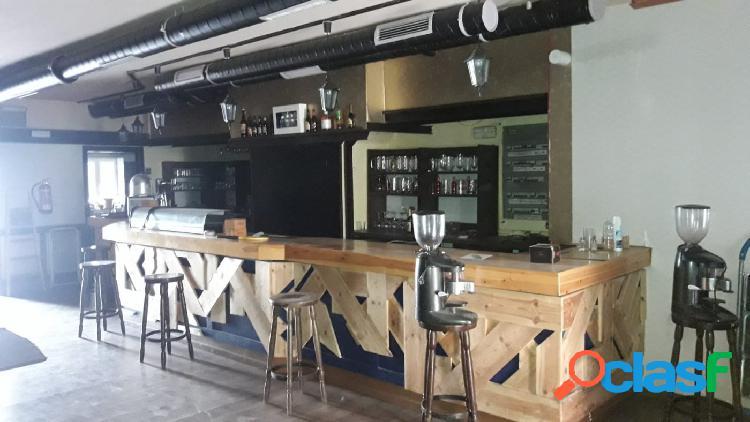 LOCAL COMERCIAL CON LICENCIA DE CAFETERÍA