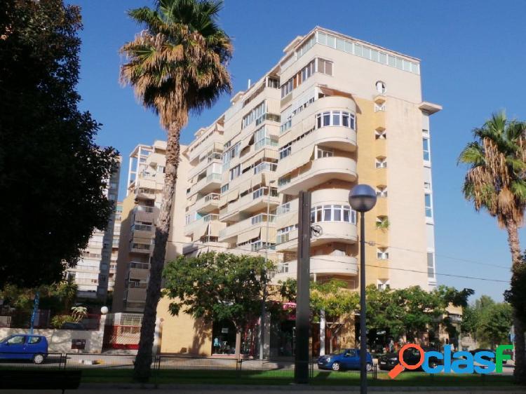 Magnifica vivienda en Avenida Miriam Blasco junto parada del